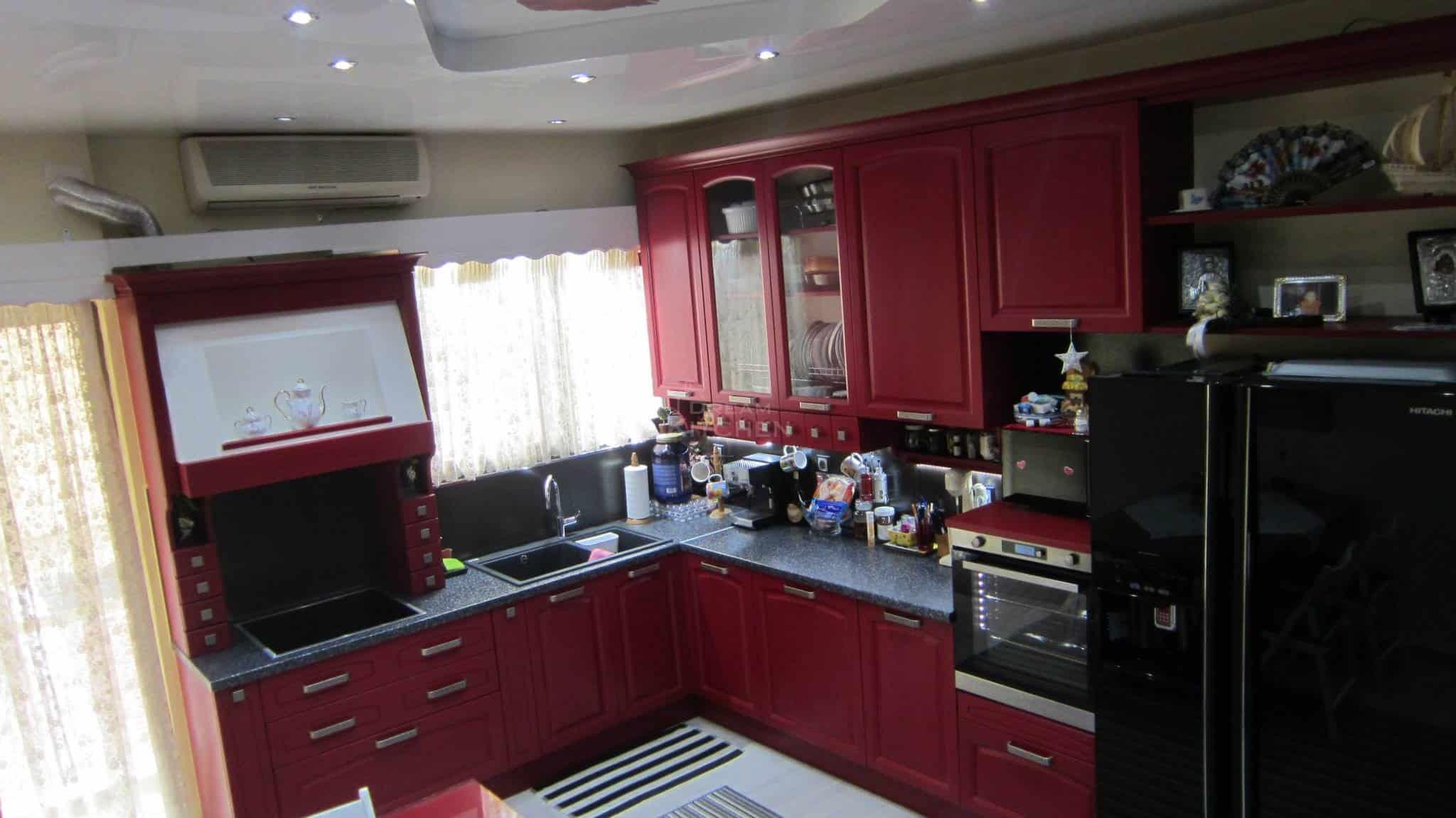 κουζίνα ημιμασίφ Midacharme σε κόκκινο χρώμα