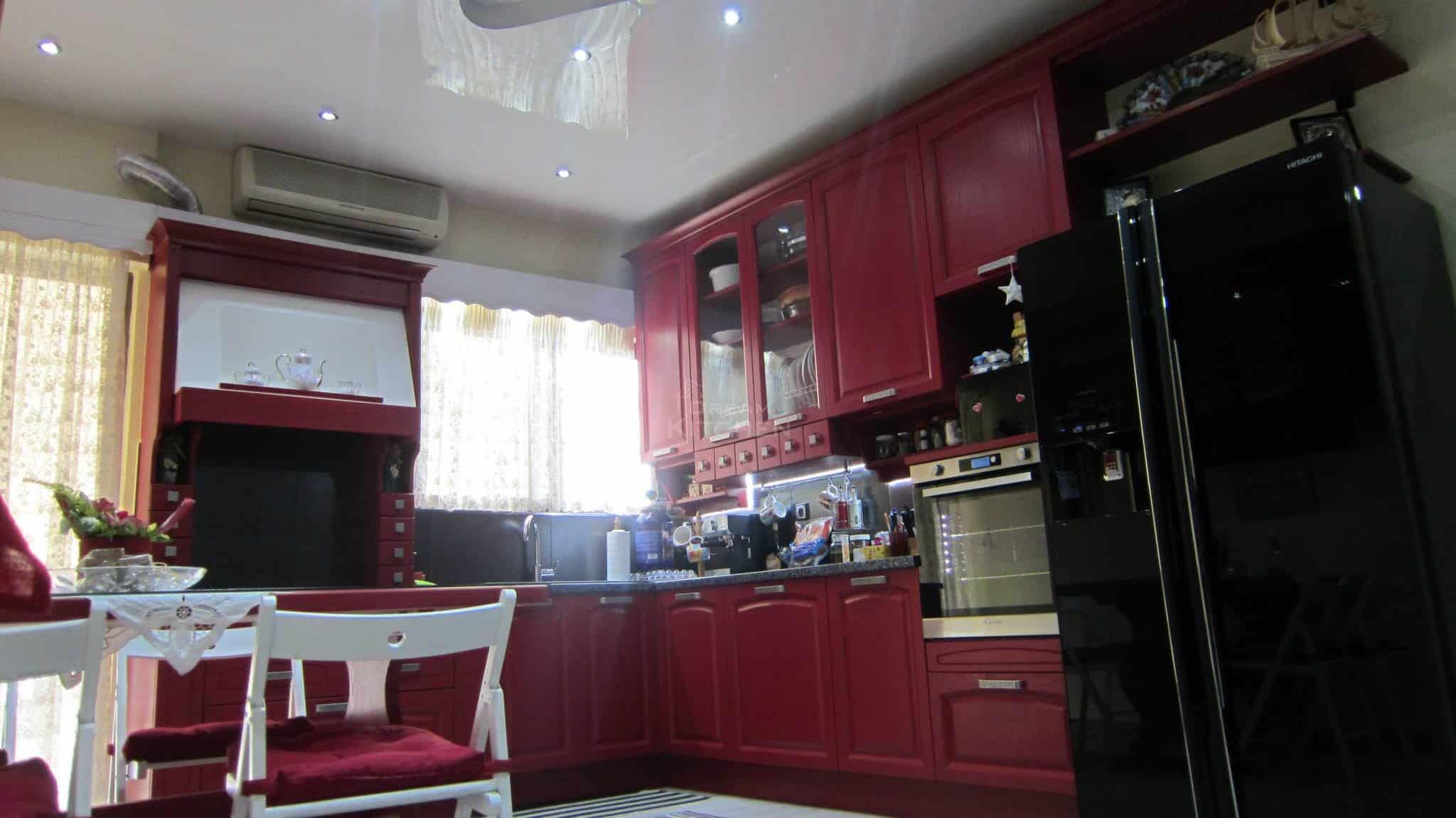 κουζίνα κόκκινη ημιμασίφ