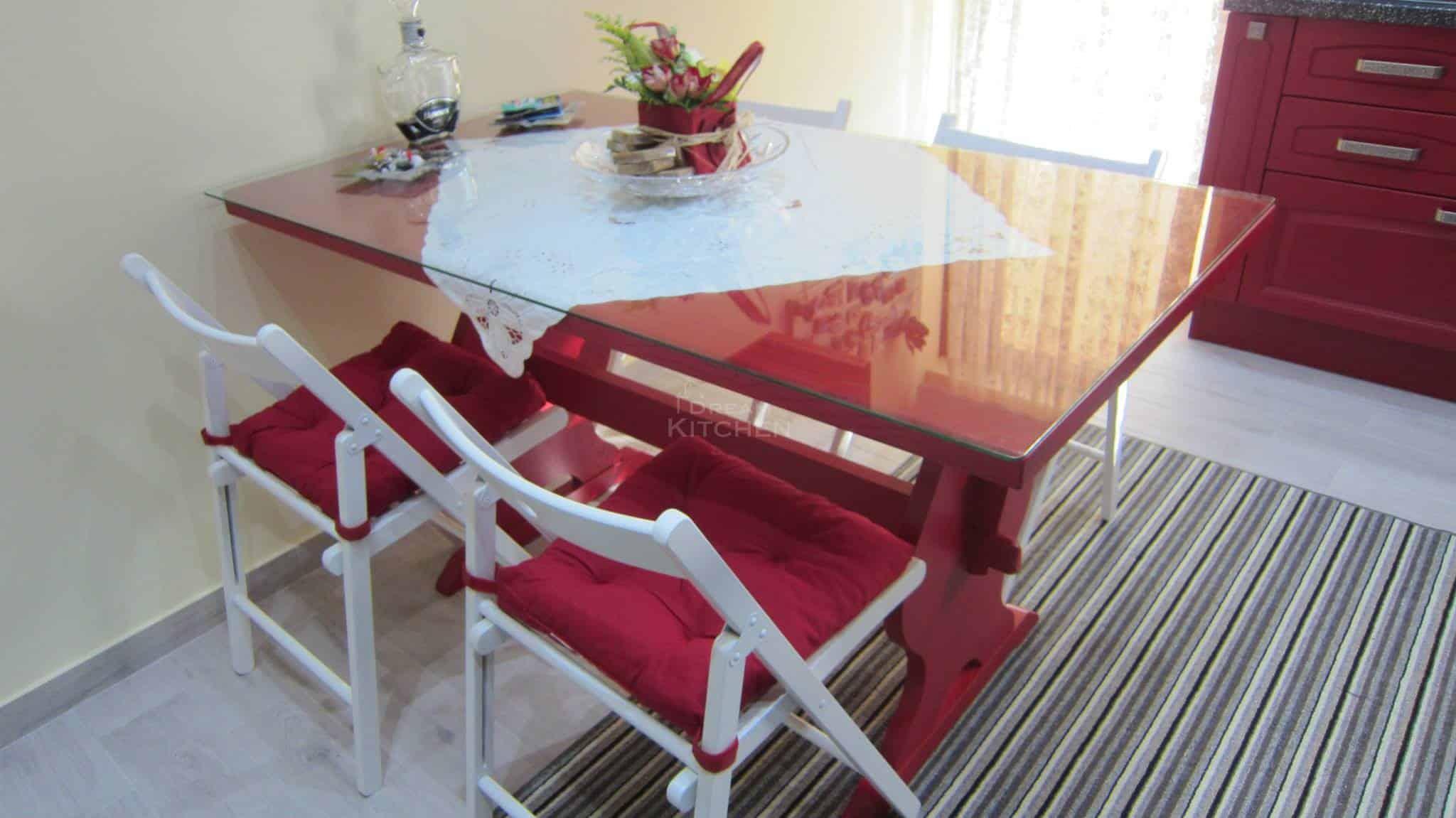 μοναστηριακό τραπέζι