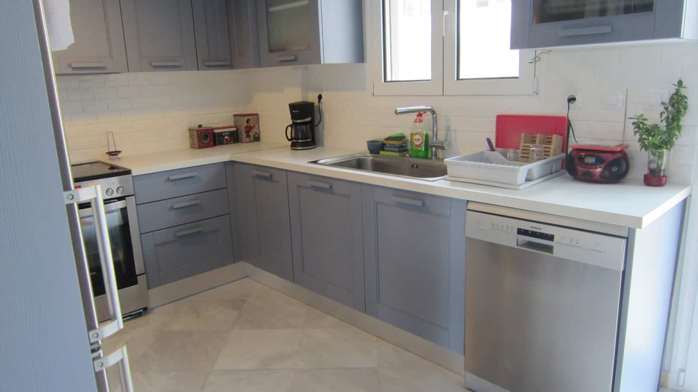 Ελευθερο πλυντηριο πιατων σε ημιμασιφ κουζινα