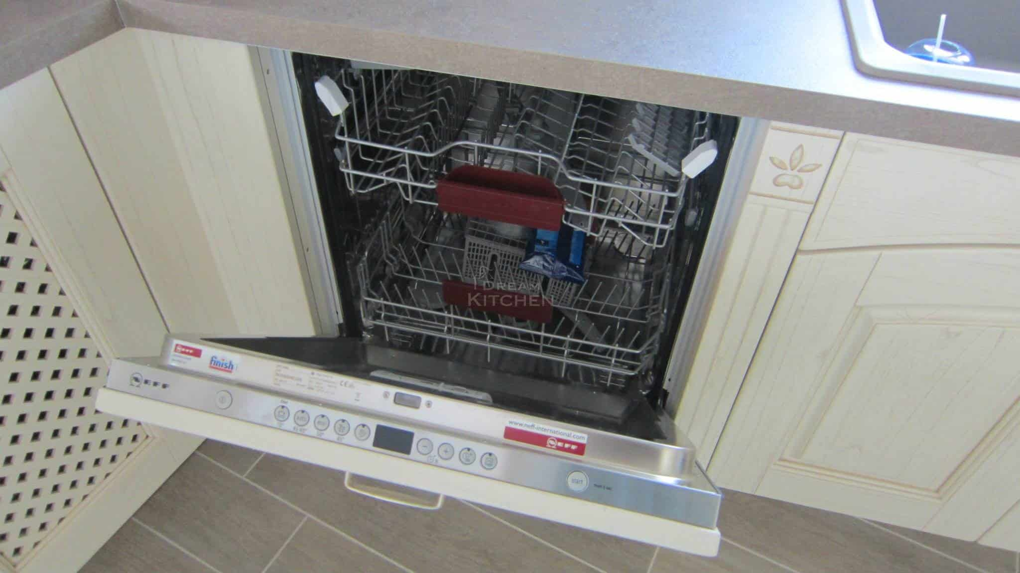 Πλήρης επίπλωση κατοικίας κουζινα μασιφ 18