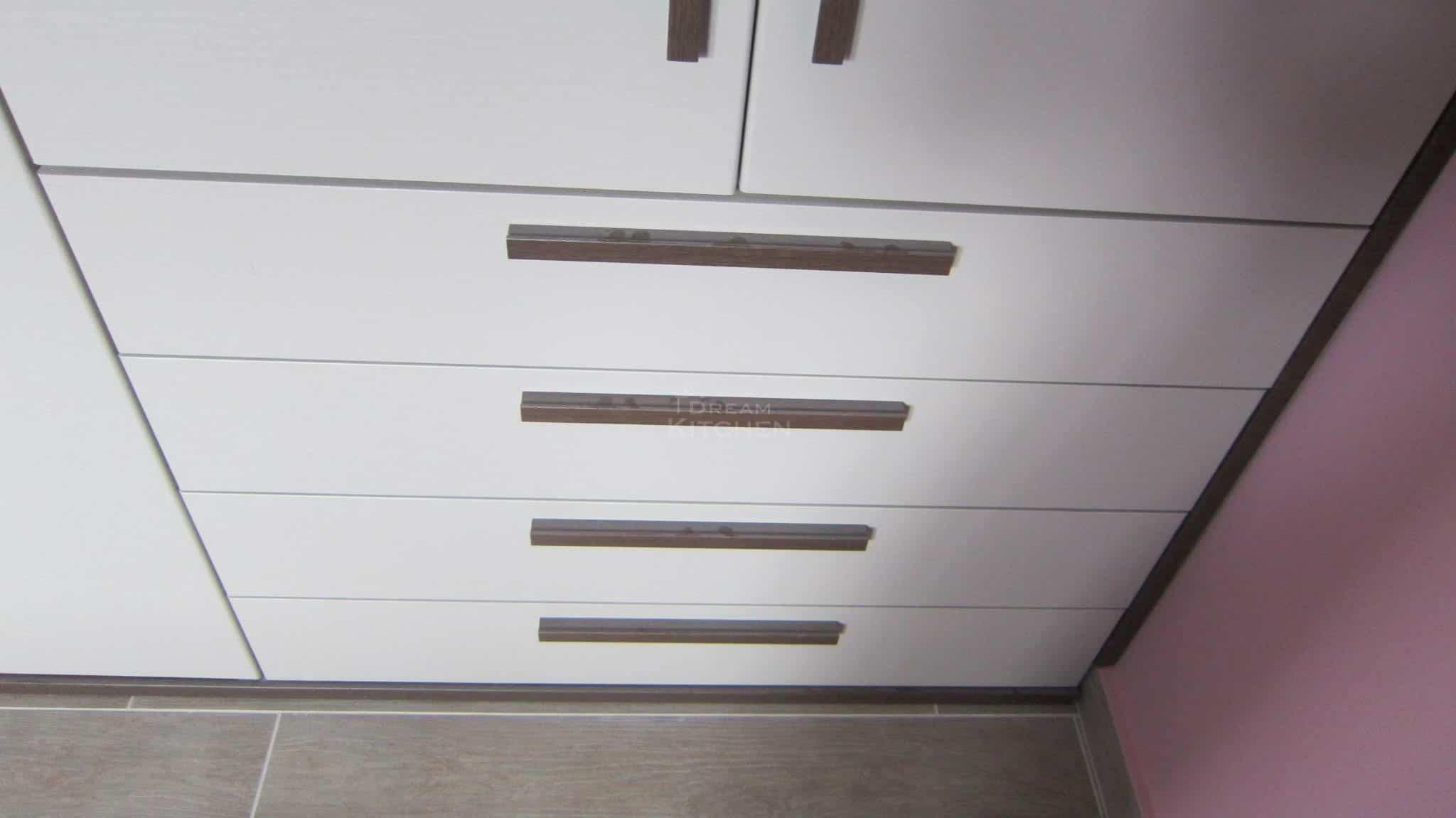 Πλήρης επίπλωση κατοικίας ντουλαπα βακελιτη 11