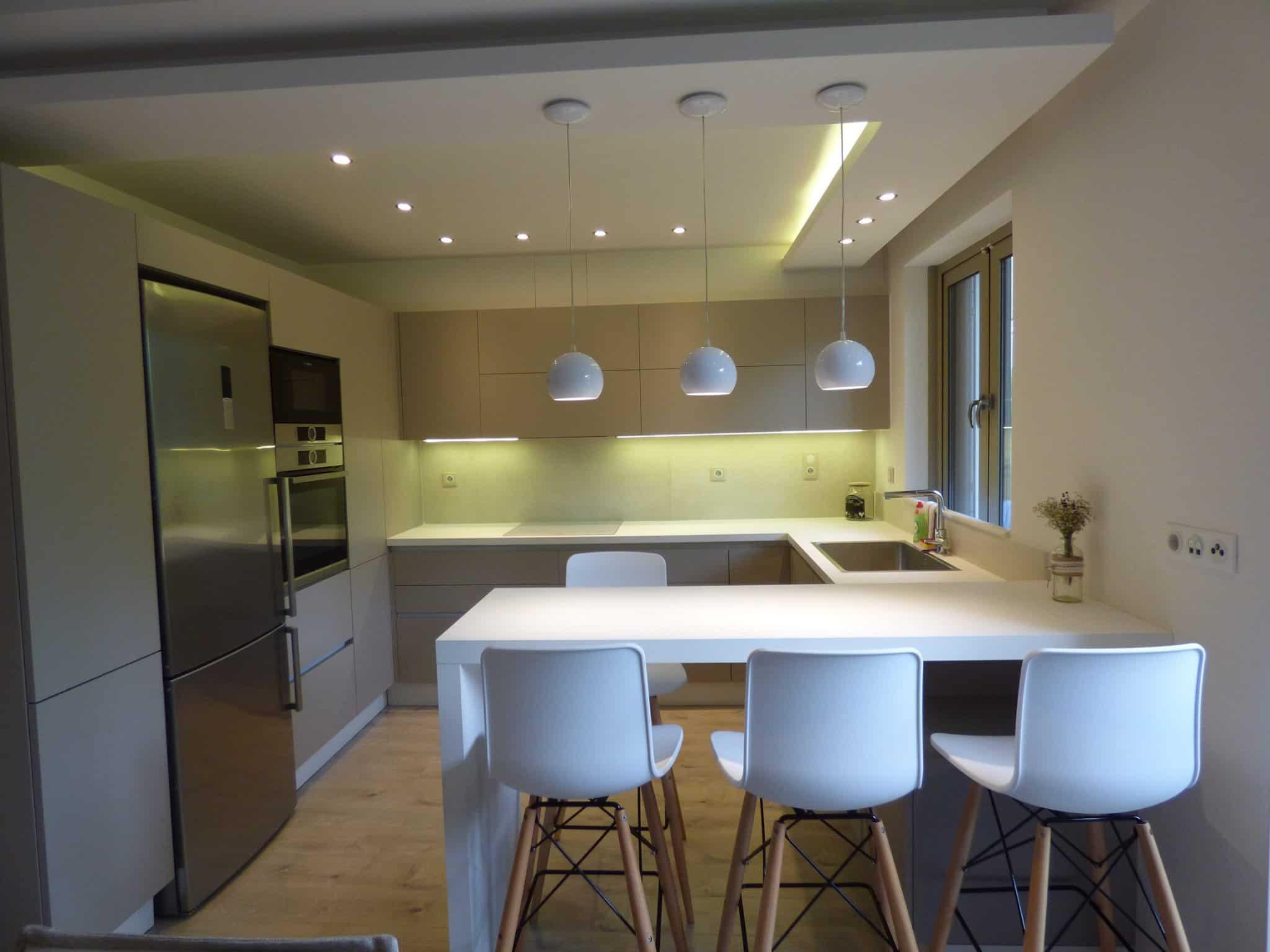 κατοικία στο Χαλάνδρι Επιπλα Κουζινας Υλικο PET MAXIMATT με GOLA 4