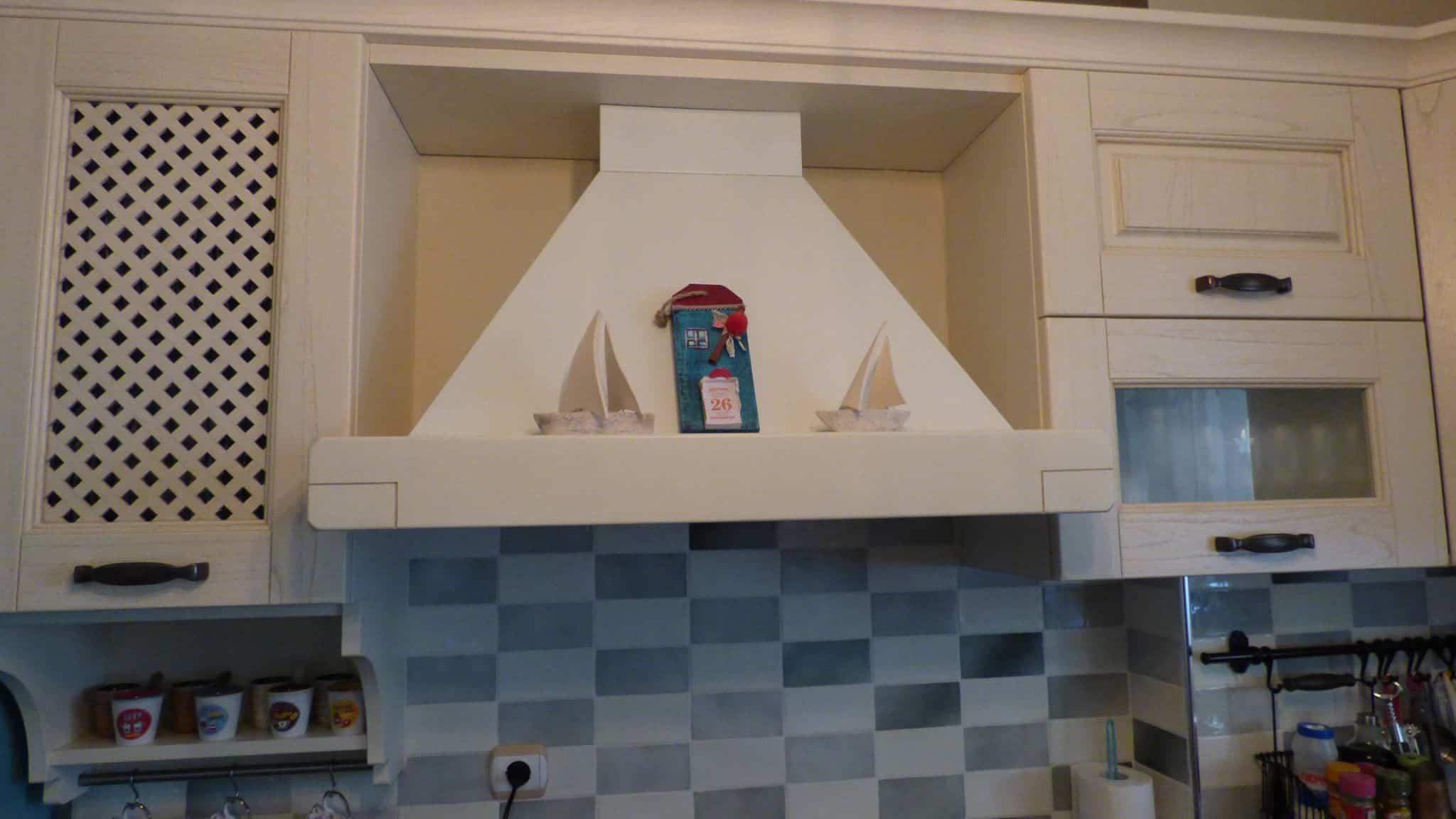 Επιπλα Κουζινας μασίφ πορτάκι Μοντέλο Olivia Απορροφητήρας 90 εκ.σε χρωματισμό της κουζίνας