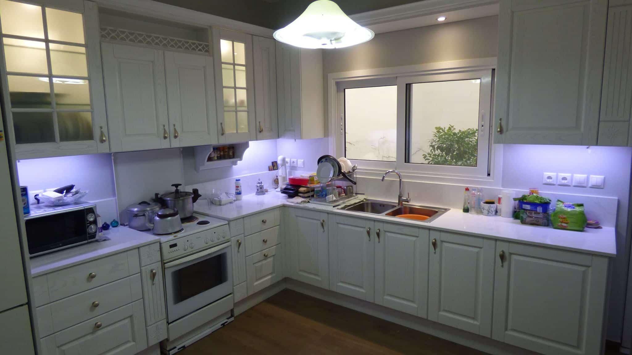 Επιπλα Κουζινας Μασιφ Ξυλο σε λευκο χρωματισμο
