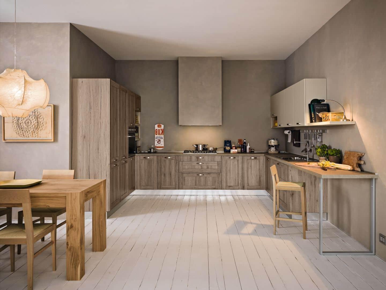 Κουζινα με ταμπλά σε χρωματισμό σκουρο δρυς και χρωματισμό μπεζ ματ