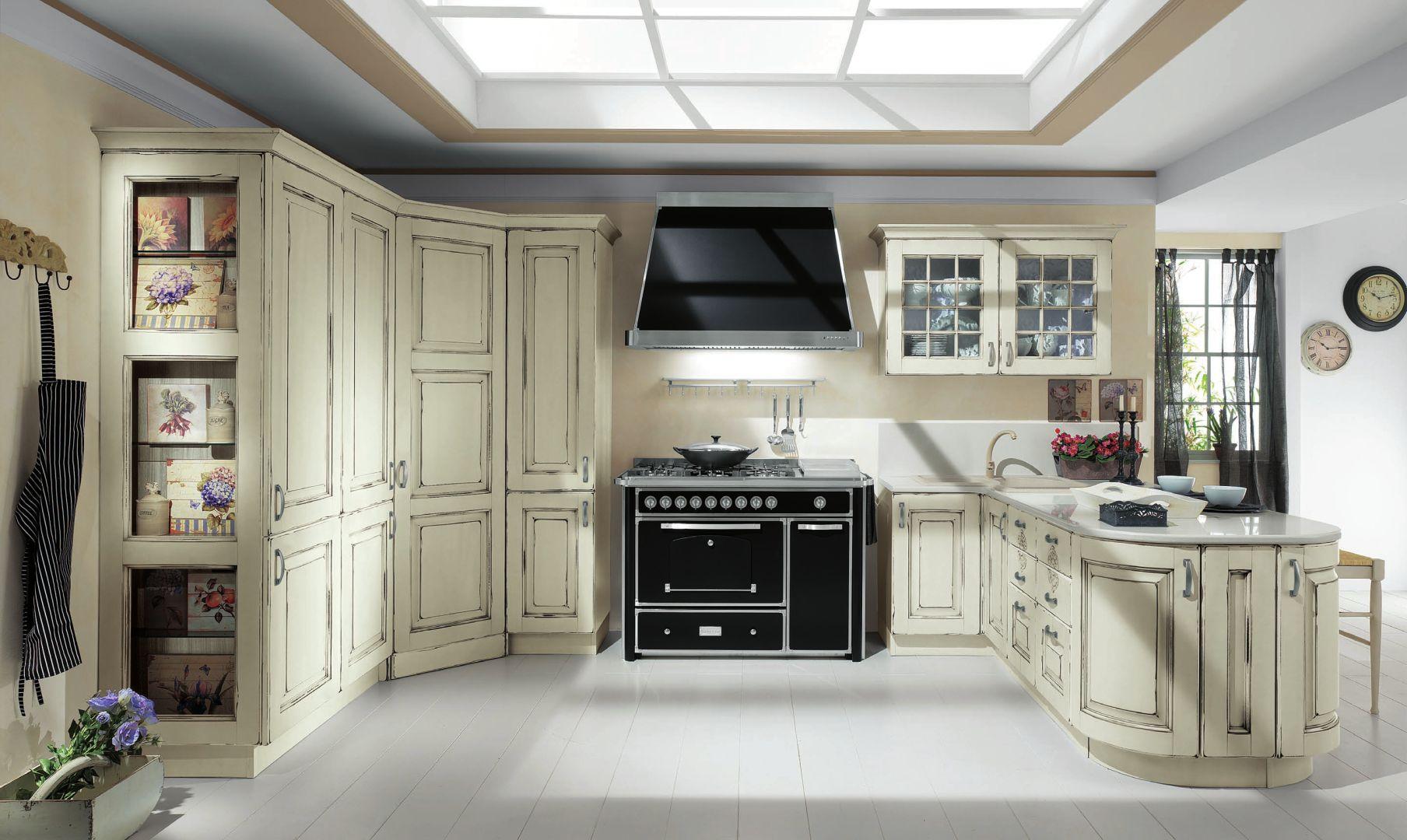 EVA κουζινα μασιφ λευκή με μαύρη πατίνα