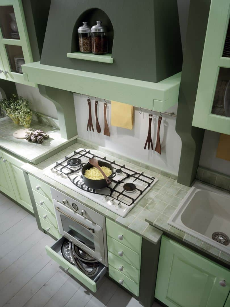 Isotta μασίφ κουζίνα πράσινο ντεκαπέ