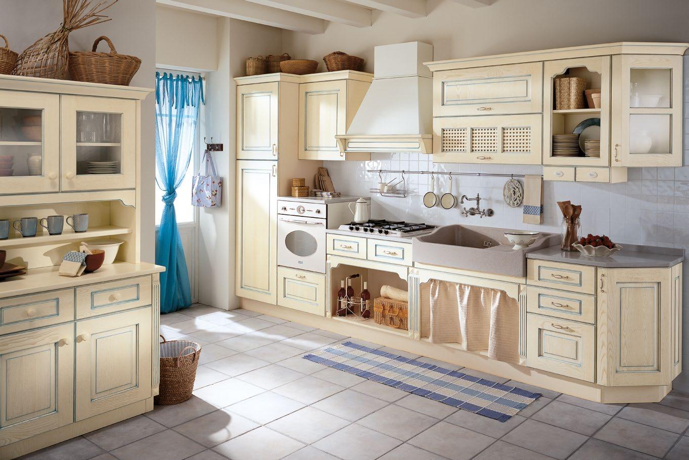 Κουζίνα με πάγκο πλακάκια Valentina Μασίφ κουζίνα μπεζ με μπλε πατίνα