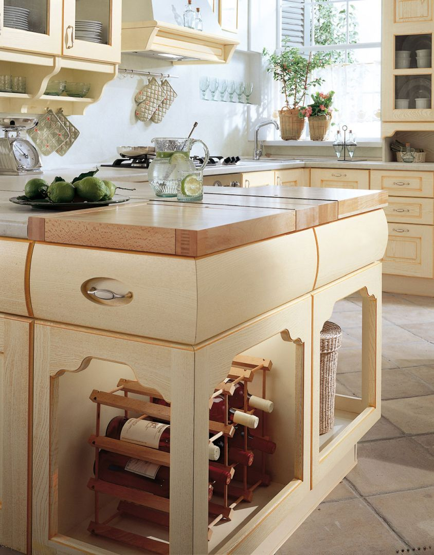 Valentina Μασίφ κουζίνα μπεζ με πορτοκαλί πατίνα