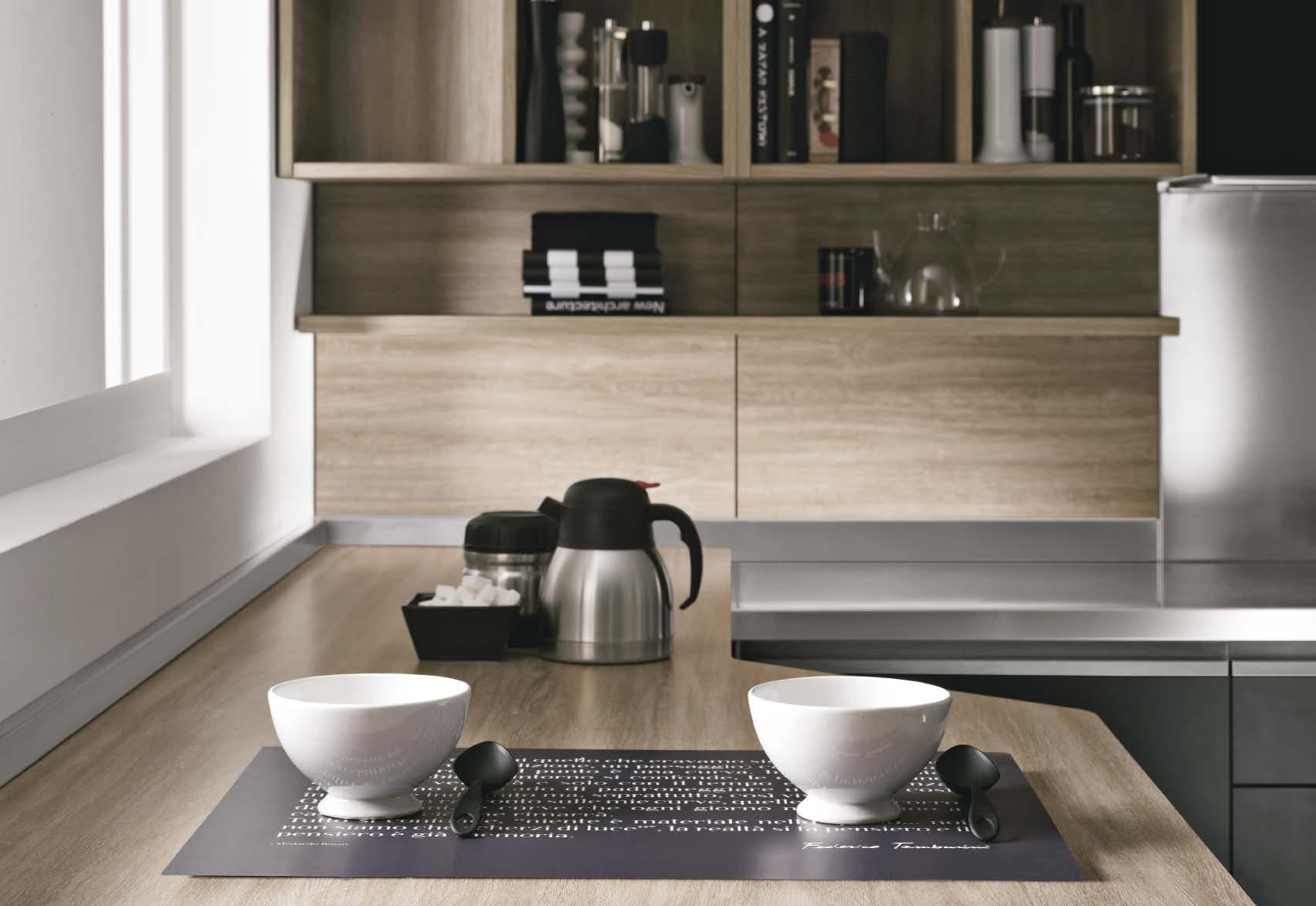 Linea κουζινα με ενσωματωμενη μεταλική λαβή σε μαυρη ματ λάκα και μελαμινη σε υφη ξυλου λεπτομερειες