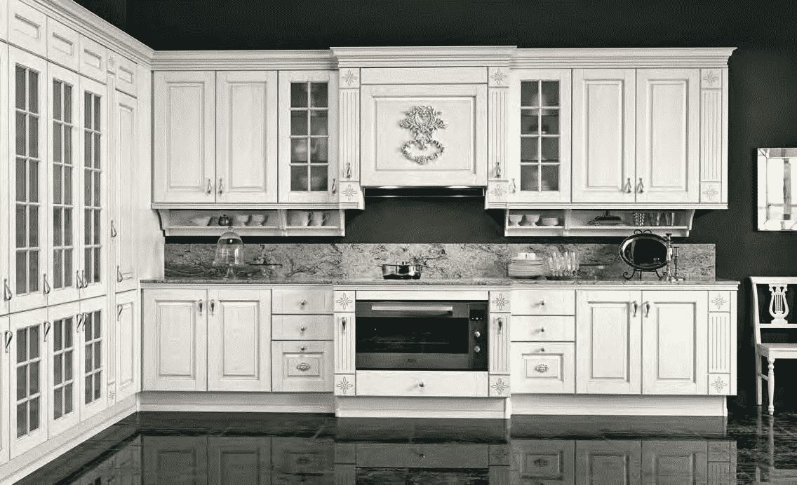 Opera Μασιφ κουζινα σε λευκό χρωματισμο με ασημί πατίνα και λεπτομερειες