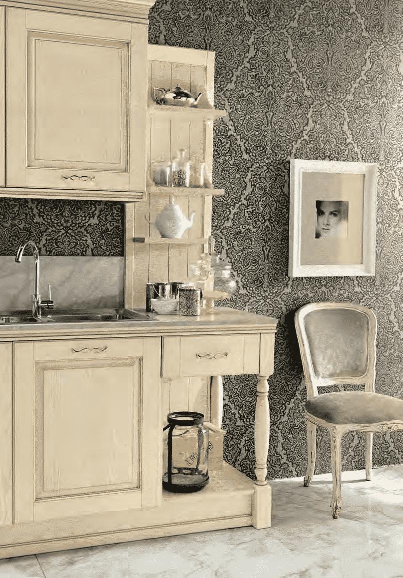 Κουζίνα μασιφ Opera σε μπεζ χρωματισμο με χρυσή πατίνα και χρυσές λεπτομερειες