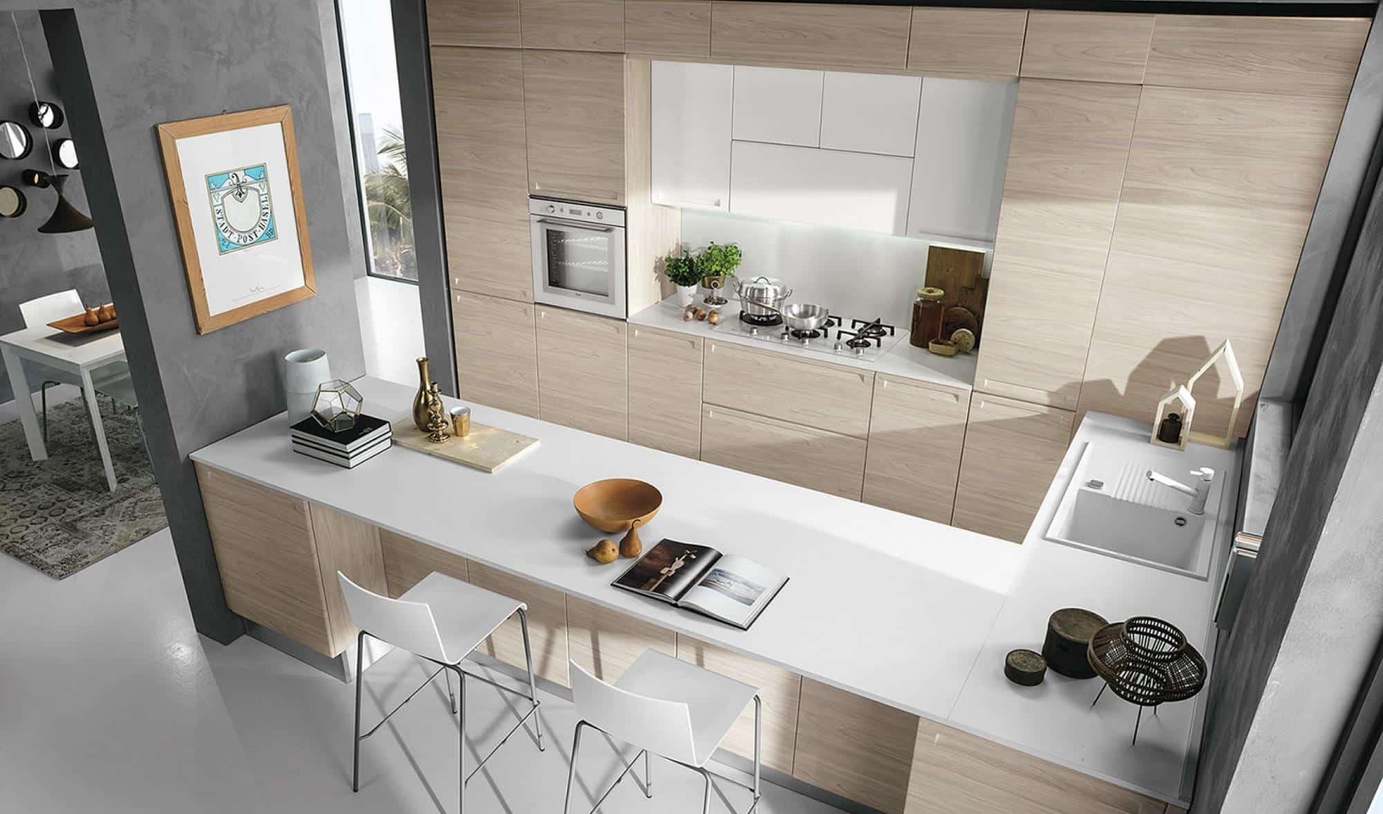 Isla κουζινα σε φυσικο χρωματισμο με λευκο πολυμερικο με ενσωματωμενη λαβη και ρετρο υφος λεπτομερειες