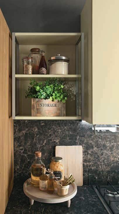 Κουζινα Lamitex σε καρυδια ξυλο χρωματισμο και γυαλιστερή λακα ιβουαρ με παγκο υφη μαρμαρου